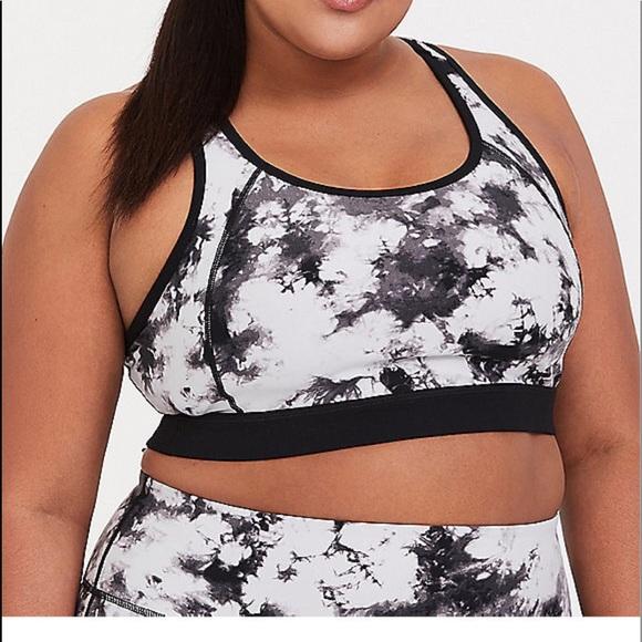 718558399 NWT Torrid size 5 active wear sports bra leggings.  M 5c6063525c4452db17724fb0